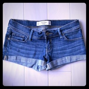 {Abercrombie & Fitch} - Rolled Hem Jean Shorts
